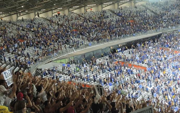 Atleticanos e cruzeirenses fazem festa na decisão da Copa do Brasil (foto: Alexandre Alliatti)