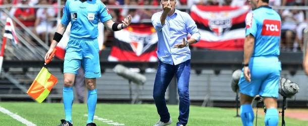 Dorival mexeu mal na equipe quando tinha o jogo controlado (Foto: Marcos Ribolli)